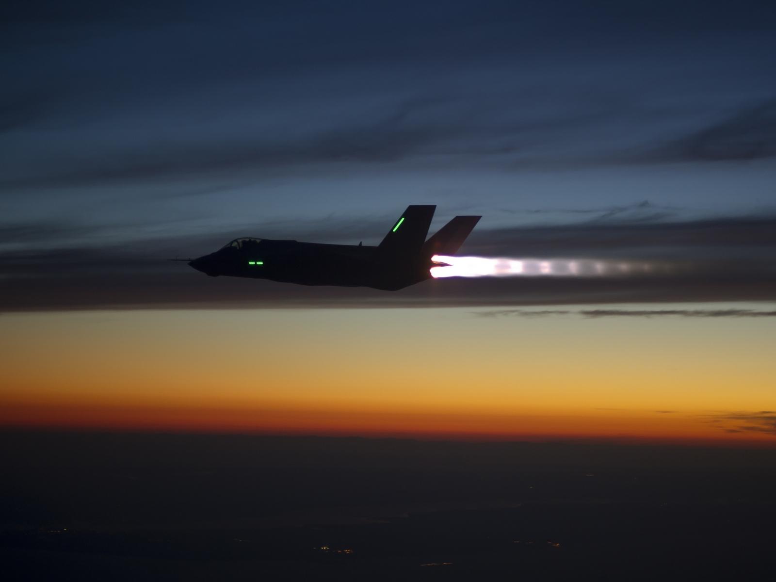 F35-Night-time
